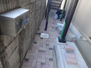 T様邸 レンガ敷詰め/止水栓取替え/勝手口靴置き場