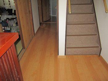 M様 玄関廊下 壁・床張替え/階段 絨毯張替え