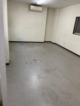 経年劣化で汚れていた床