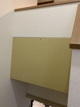棚の裏側には足らない分の壁を造作しました
