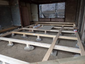 床の骨組み