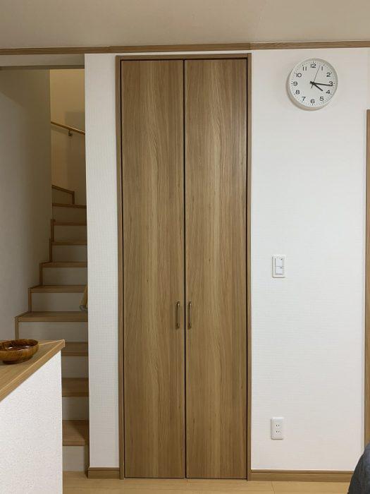収納扉を取付けてスッキリとした収納に 収納力も抜群で大満足!