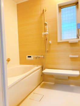 壁デザイン、浴槽の形、手すりの位置など全てご希望通りにお選びいただけます。